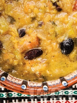 Манастирска чорба (супа) със зрял боб, леща, праз лук, маслини и картофи - снимка на рецептата